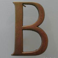 Vintage: LETRA B MAYUSCULA EN BRONCE – INICIAL DECORACION – VINTAGE - 10 CM ALTO - 0,5 CM GROSOR. Lote 112774799