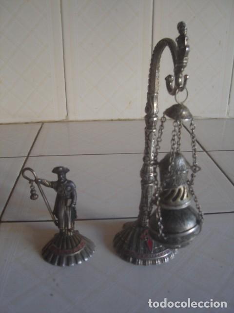 BOTAFUMEIRO Y SANTIAGO PEREGRINO. FIGURAS DE ALPACA. AÑOS 60 (Vintage - Decoración - Varios)