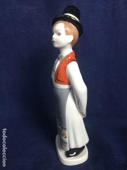 Vintage: figura porcelana húngara Hungría hollohaza pintada mano hungary folclore años 70 17,5x5,5x4,5cms - Foto 2 - 115640727