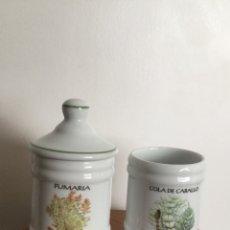 Vintage: 2 PEQUEÑOS ALBARELOS DE FARMACIA TARROS DE PORCELANA. Lote 116675106