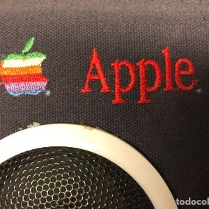 Apple. Radio nevera vintage. Funcionando. Sin uso. Macintosh - mac - retro - raro - dificil