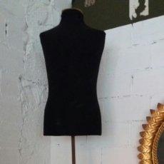 Vintage: MANIQUI PIE MADERA Y REGULABLE EN ALTURA. Lote 183892826
