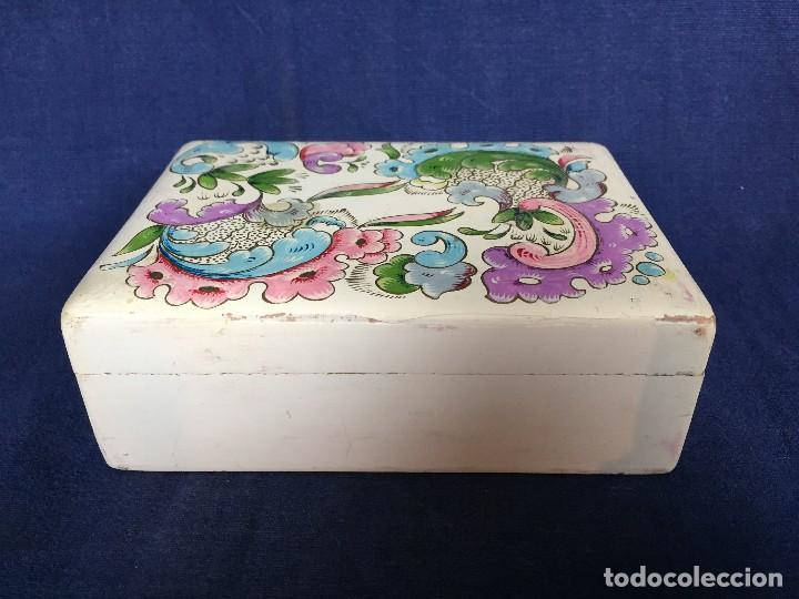 Vintage: caja pintada de blanco madera rocallas roleos tipo s XVIII vivos colores 5x15x11cms - Foto 2 - 117924839