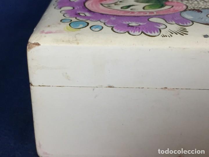 Vintage: caja pintada de blanco madera rocallas roleos tipo s XVIII vivos colores 5x15x11cms - Foto 6 - 117924839