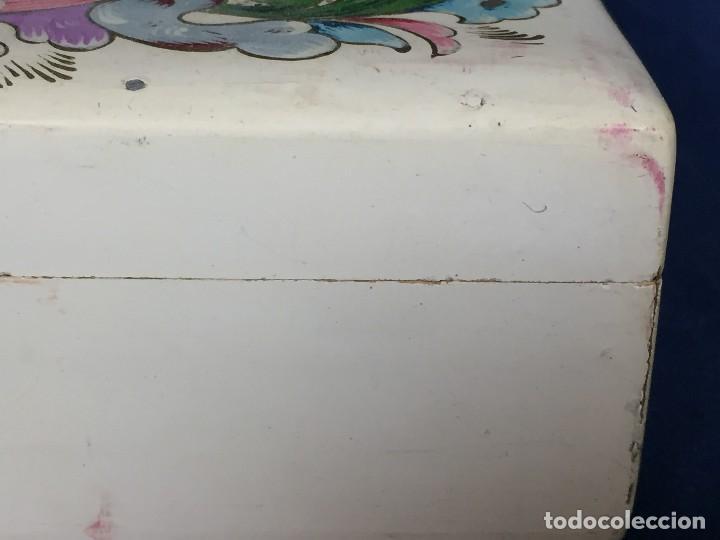 Vintage: caja pintada de blanco madera rocallas roleos tipo s XVIII vivos colores 5x15x11cms - Foto 7 - 117924839
