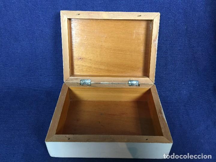 Vintage: caja pintada de blanco madera rocallas roleos tipo s XVIII vivos colores 5x15x11cms - Foto 13 - 117924839