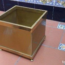 Vintage: MACETERO CUADRADO LATON VINTAGE. Lote 118350391