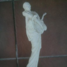Vintage: PRECIOSA FIGURA EN MARMOLINA MUJER ESTILO ARTDECOR.. Lote 118753371