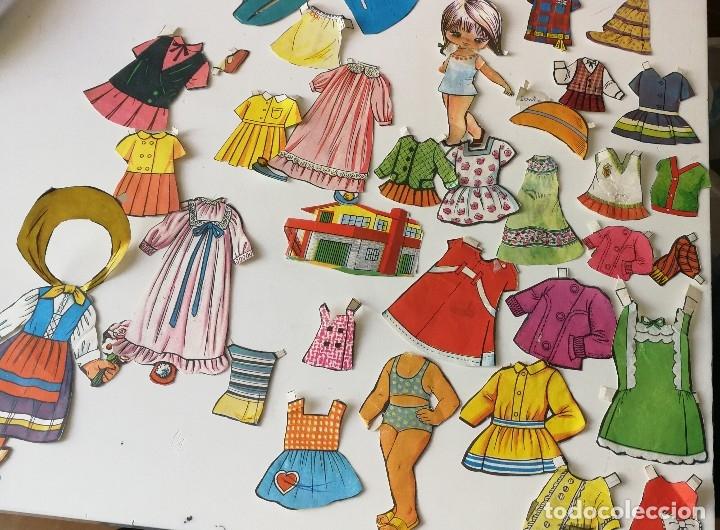 Varios Patrones En En Papel De Vistosos Colores Para Vestir Modelos De Muñecas Os Años 60 70