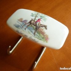 Vintage: PERCHA VINTAGE CON DOBLE GANCHO - MOTIVO HÍPICO - JINETE A CABALLO. Lote 119643719