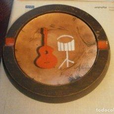 Vintage: DESIGNED BY ERNEST SOHN GENUINE WALNUT CENICERO MADERA COBRE ESMALTE GUITARRA TAMBOR 21 CM VINTAGE. Lote 122060259