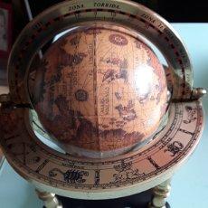 Vintage - Bola del mundo decorativa sobremesa 17cms alto por 15 de ancho el total del conjunto, la bola 10 cms - 124255643