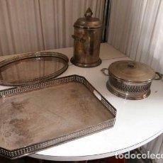 Vintage: LOTE 4 PIEZAS METALICAS AÑOS 60, LICORERA, CAJA DULCES, 2 BANDEJAS. Lote 124456935