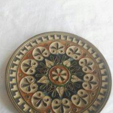 Vintage: PLATO BRONCE CON RELIEVES Y ESMALTADO. Lote 125029583