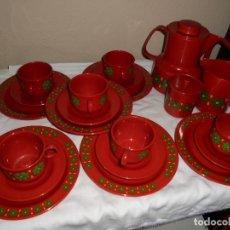 Vintage: JUEGO DE CAFE CON PLATOS DE MERIENDA VINTAGE DE PLASTICO .SEIS SERVICIOS. Lote 125855015