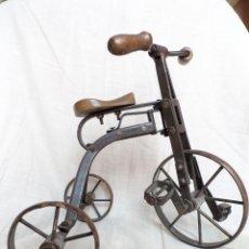 Vintage: TRICICLO DE HIERRO CON ASIENTO Y MANILLAR DE MADERA. Lote 131131164