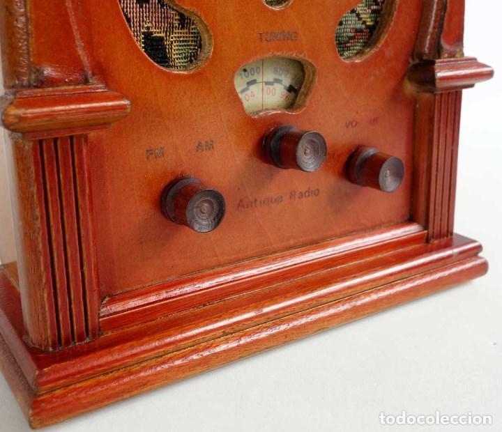 Vintage: RADIO RETRO MADERA TIPO CAPILLA. FUNCIONANDO. REPRODUCCION - Foto 2 - 132120238