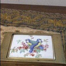 Vintage: CAJITA CON ESPEJO Y FRENTE PORCELANA PINTADA A MANO. Lote 132484014