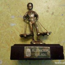 Vintage: FIGURA METAL DORADO CON BASE DE MADERA EL CENACHERO MALAGA . Lote 134275018