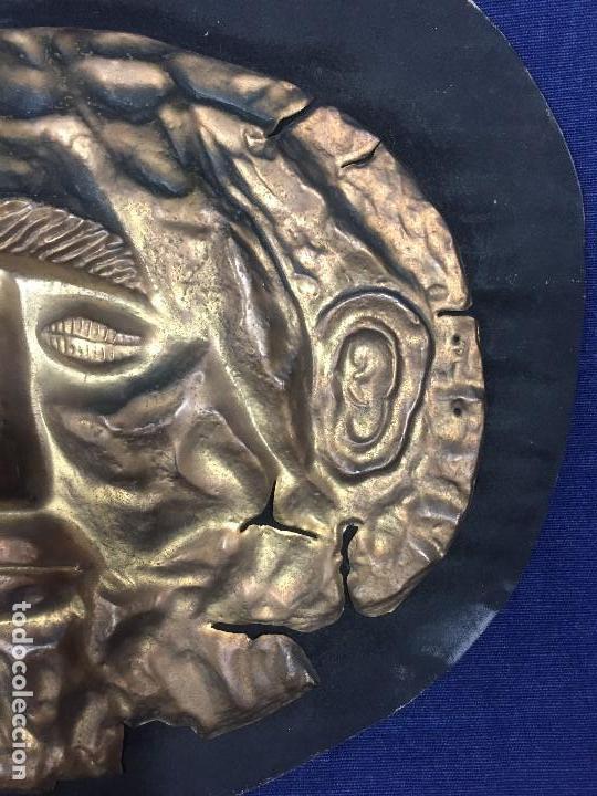 Vintage: réplica máscara funeraria de agamenón cobre latón dorado sobre soporte forrado micenas ppio s xx - Foto 3 - 134459678