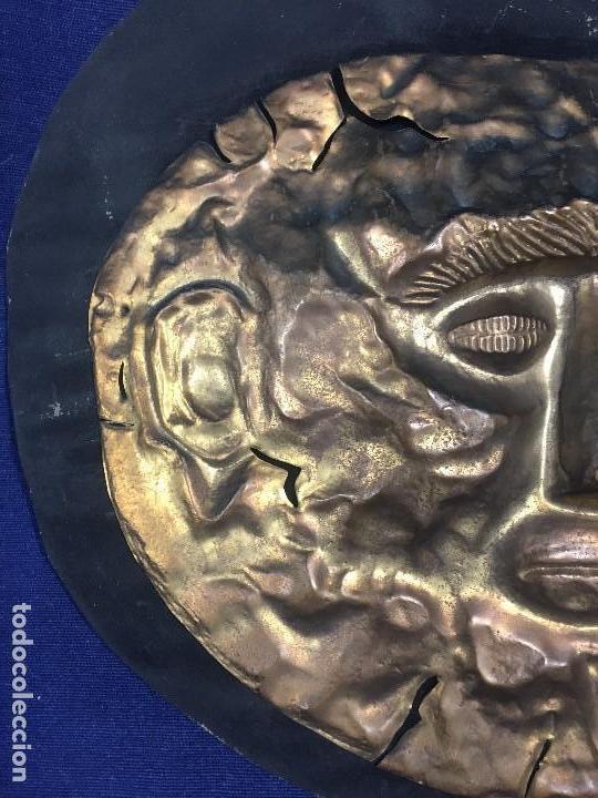 Vintage: réplica máscara funeraria de agamenón cobre latón dorado sobre soporte forrado micenas ppio s xx - Foto 5 - 134459678