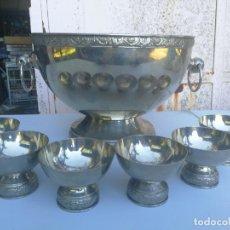 Vintage: ANTIGUA PONCHERA GRANDE CON 6 VASOS COPAS METAL. Lote 135334274