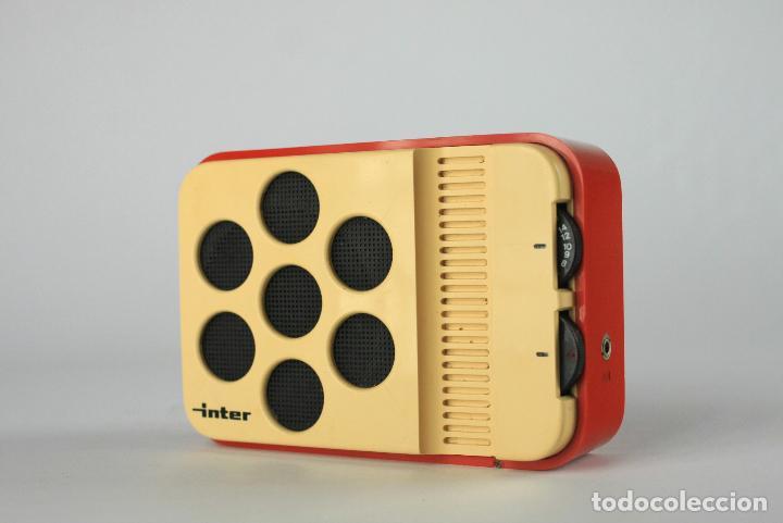 RADIO TRANSISTOR AM INTER BLANCO ROJO VINTAGE RETRO SPACE AGE ESPAÑA 70'S (Vintage - Varios)
