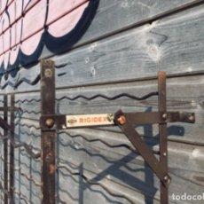 Vintage: DOS BOTELLEROS DE HIERRO PLEGABLES RIGIDEX. Lote 136928206