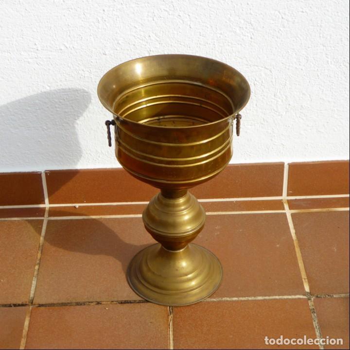 Vintage: Antiguo macetero de pie de latón - Foto 3 - 140003078