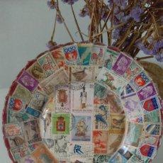 Vintage: PLATO HECHO CON SELLOS. Lote 140522654