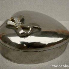 Vintage: CAJA JOYERO EN FORMA DE CORAZÓN 10 X 11,5 CM - EN METAL PLATEADO. Lote 140803134