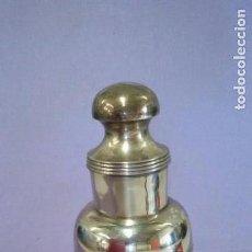 Vintage: COCTELERA VINTAGE EN PIEL CON PLATA O ALPACA PLATEADO. Lote 142033938
