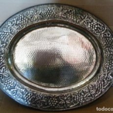 Vintage: BANDEJA DECORATIVA PLATEADA......55 X 45 . . . . . . . . . . . . . . . . . . . . . . . . . . . . . .. Lote 142626050