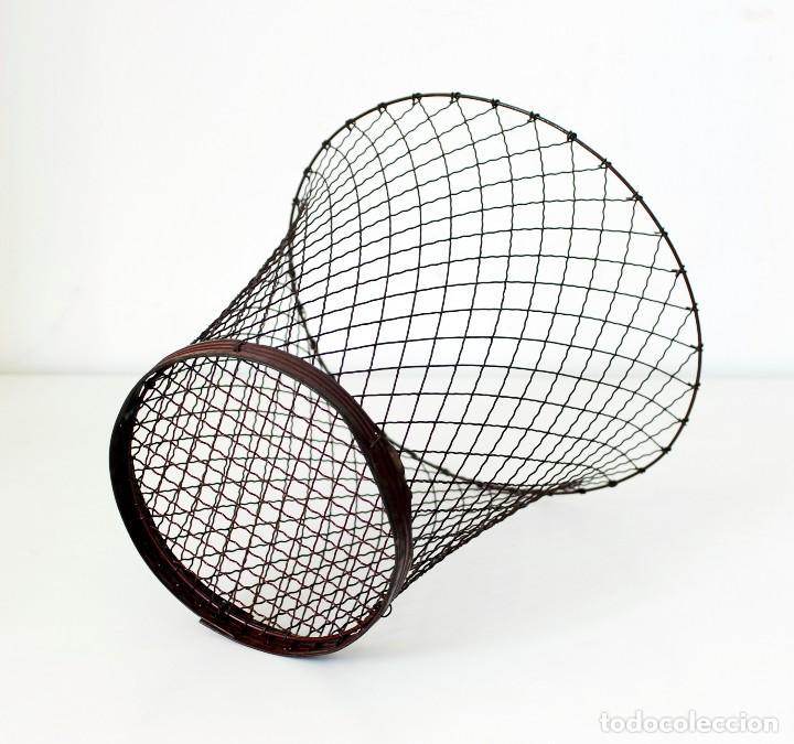 Vintage: Antigua papelera de alambre. Original, años 30-40. Mide 32 cm de alto, 32 cm de diámetro - Foto 2 - 142666142