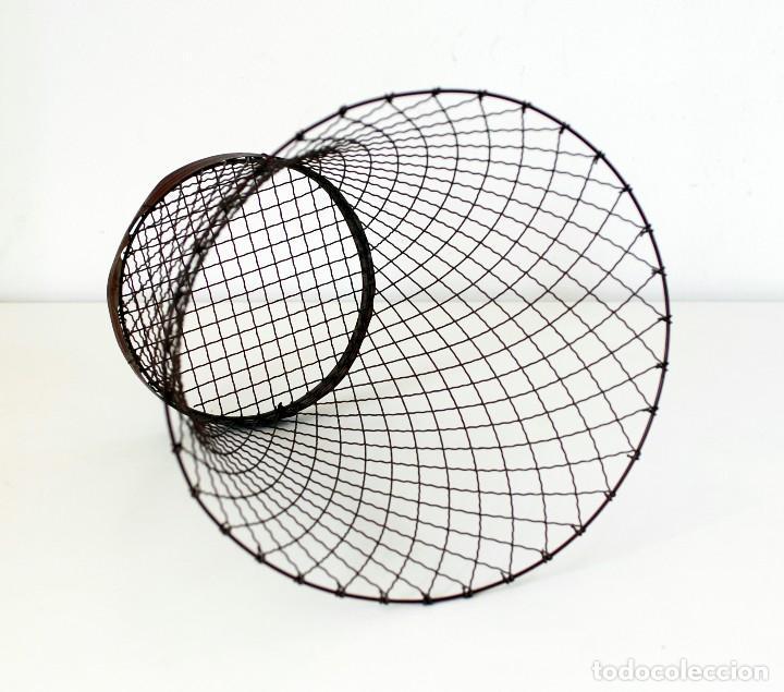 Vintage: Antigua papelera de alambre. Original, años 30-40. Mide 32 cm de alto, 32 cm de diámetro - Foto 3 - 142666142