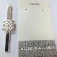 Vintage: ALFILER CORBATA PLATA CON IMAGEN DE BALDOSA DE BILBAO. Lote 143036242