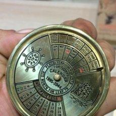 Vintage: CALENDARIO POR 50 AÑOS , EN METAL . Lote 144440134