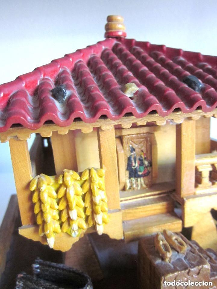 Vintage: Antiguo Hórreo Joyero madera con luz imagen Virgen Covadonga artesanal funciona - Foto 3 - 146504174
