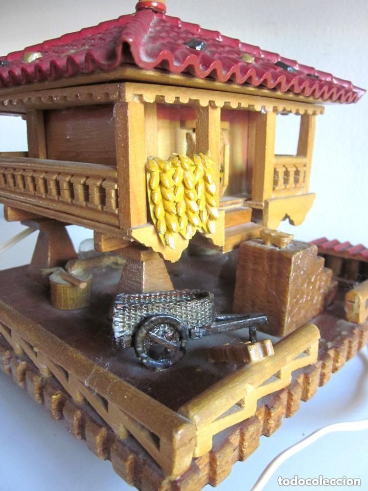 Vintage: Antiguo Hórreo Joyero madera con luz imagen Virgen Covadonga artesanal funciona - Foto 4 - 146504174