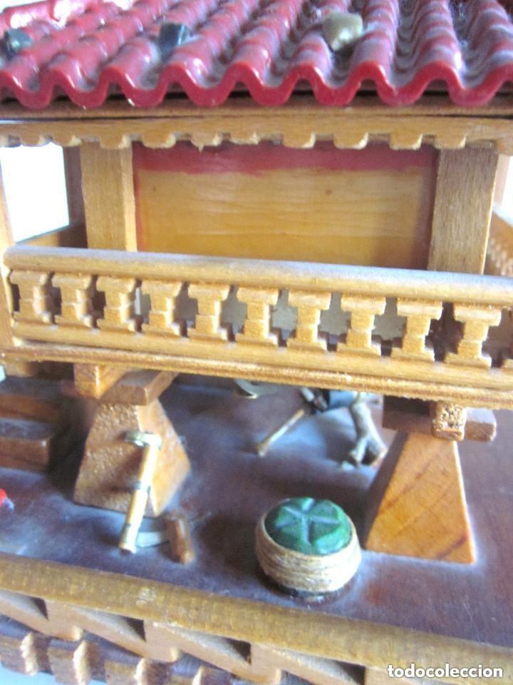 Vintage: Antiguo Hórreo Joyero madera con luz imagen Virgen Covadonga artesanal funciona - Foto 9 - 146504174