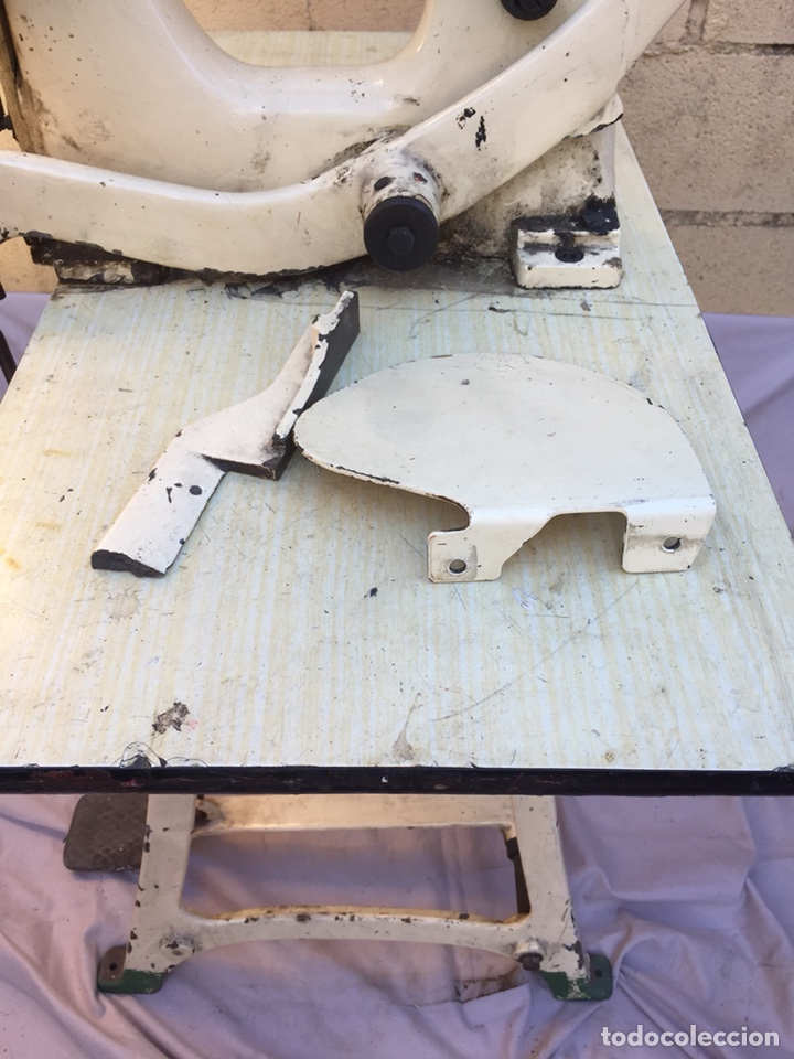 Vintage: Fundición Tipográfica NEUFVILLE. Grapadora encuadernadora de imprenta sobre mesa de hierro fundido - Foto 3 - 146579626
