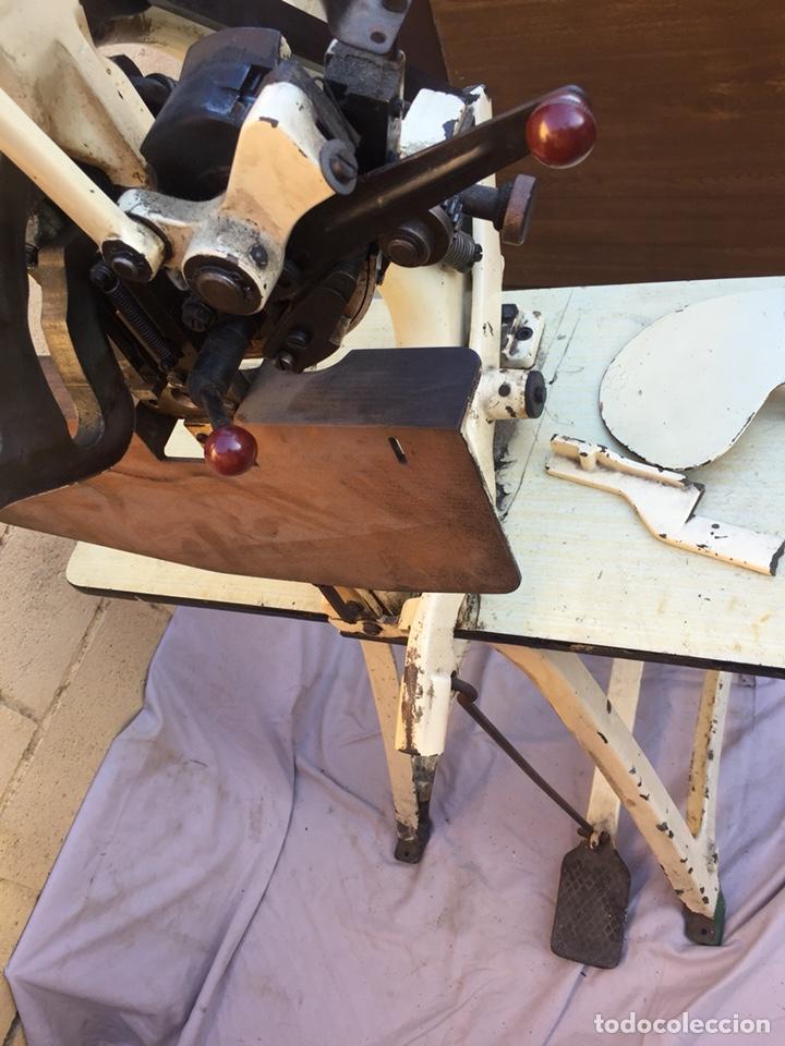 Vintage: Fundición Tipográfica NEUFVILLE. Grapadora encuadernadora de imprenta sobre mesa de hierro fundido - Foto 6 - 146579626