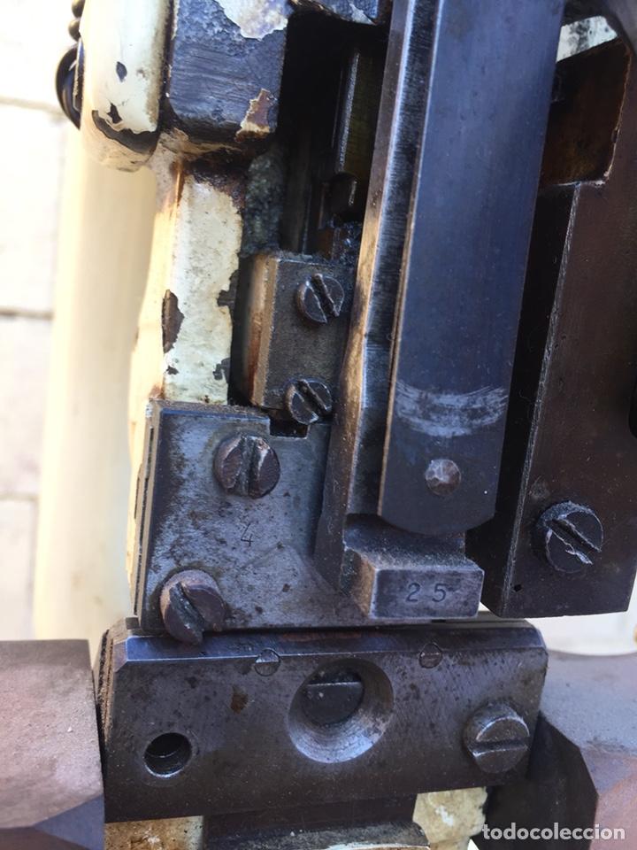 Vintage: Fundición Tipográfica NEUFVILLE. Herramienta de imprenta, encuadernadora o grapadora, tipo prensa - Foto 11 - 146579626