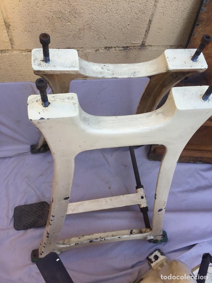Vintage: Fundición Tipográfica NEUFVILLE. Grapadora encuadernadora de imprenta sobre mesa de hierro fundido - Foto 21 - 146579626