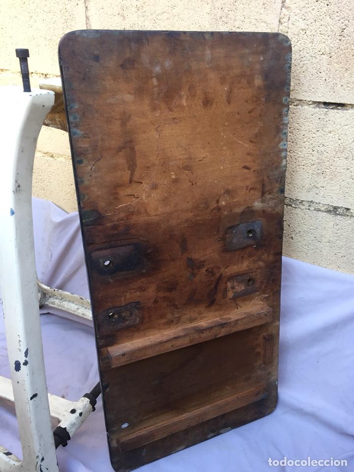 Vintage: Fundición Tipográfica NEUFVILLE. Grapadora encuadernadora de imprenta sobre mesa de hierro fundido - Foto 24 - 146579626