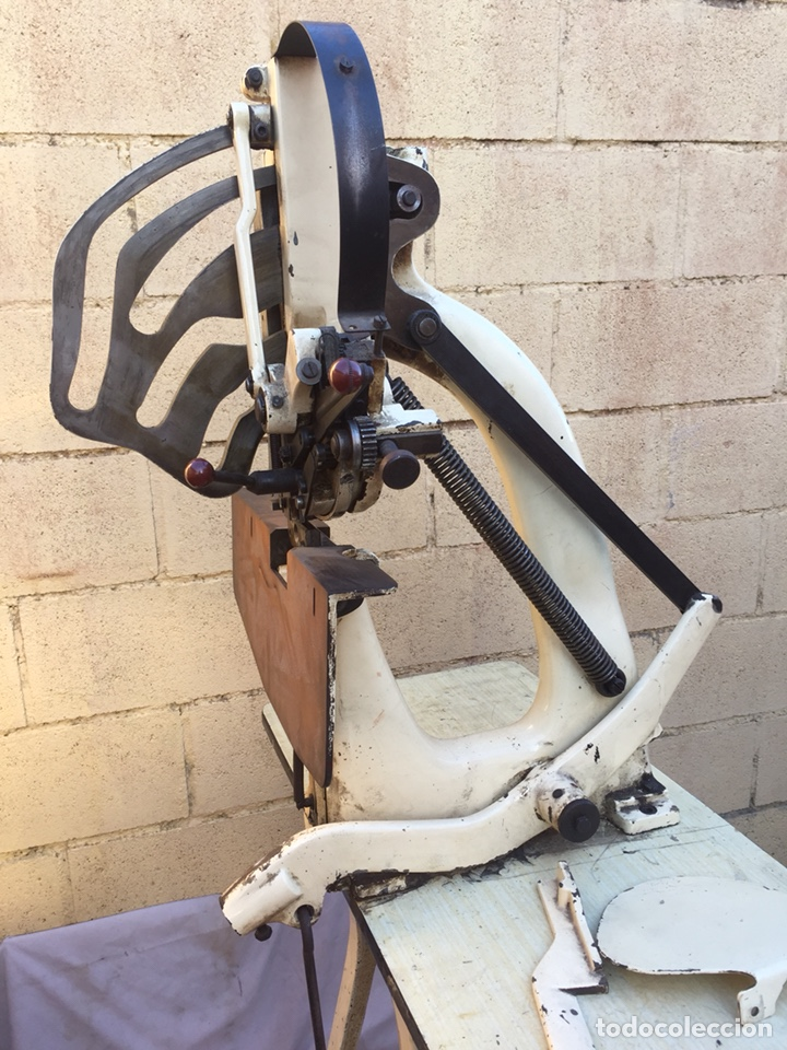 Vintage: Fundición Tipográfica NEUFVILLE. Grapadora encuadernadora de imprenta sobre mesa de hierro fundido - Foto 2 - 146579626