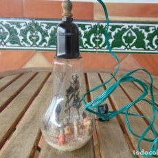 Vintage: ANTIGUO ADORNO DE NAVIDAD BOMBILLA CON BELEN DENTRO MIDE DE ALTO 20 CM. Lote 149047022