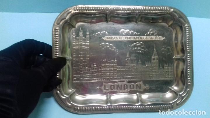 PEQUEÑA BANDEJA PLATEADA SOUVENIR LONDRES HOUSES OF PARLIAMENT & BIG BEN, LONDON. 20,5 X 15,5 CM. (Vintage - Decoración - Varios)