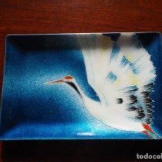 Vintage: BANDEJA JAPONESA VINTAGE DE ESMALTE. SHIPOYAKI, MUSEN SHIPPO. TUTANKA HINODE. GRULLA ROJA CORONADA.. Lote 151234426