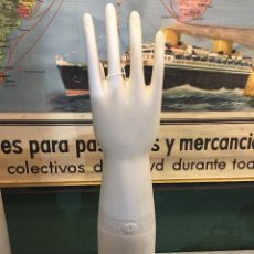 Vintage: MOLDE PORCELANA PARA HACER GUANTES TALLA 7 MANO DERECHA. Lote 154190938
